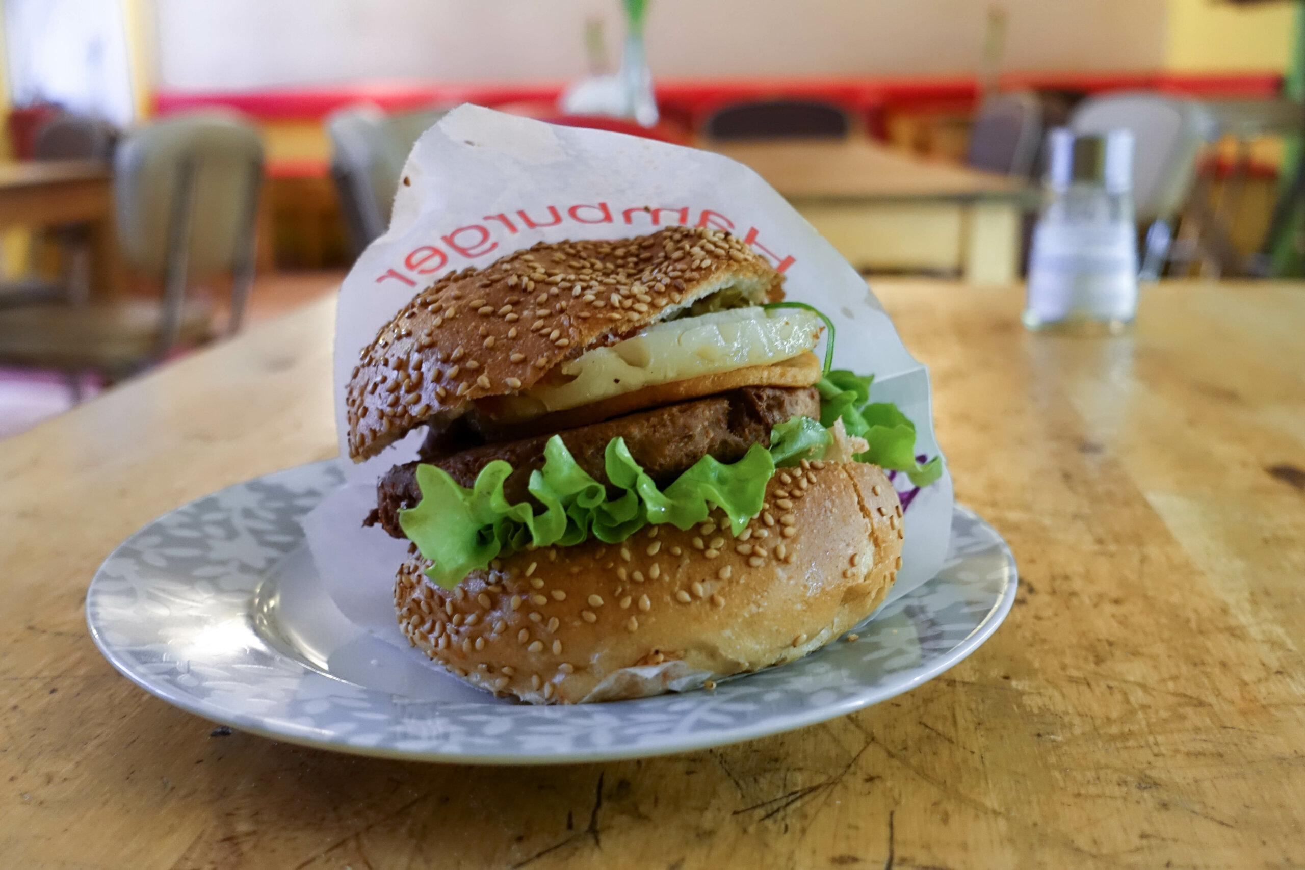 Hawaii Burger, Yoyos Foodworld, Berlin